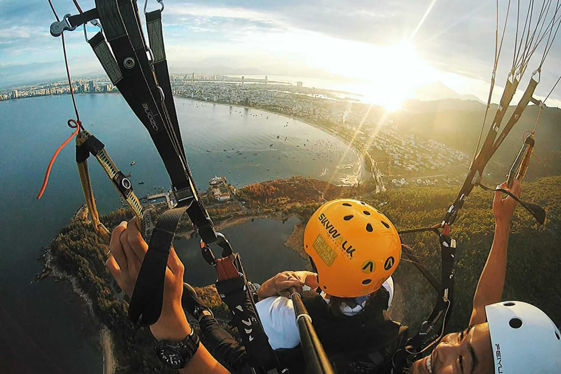 A paraglider gets to see Da Nang from above