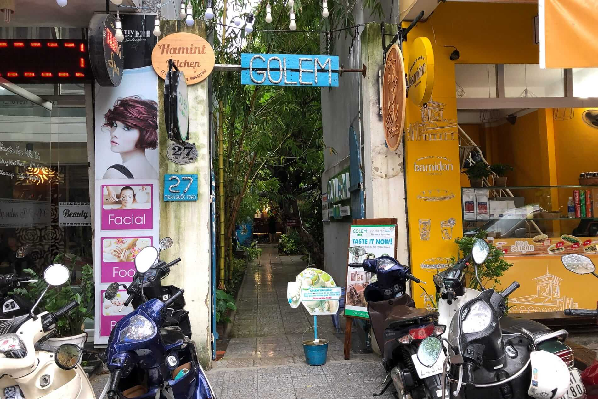 alleyway entrance to Golem Coffeeshop in a cafe in Da Nang