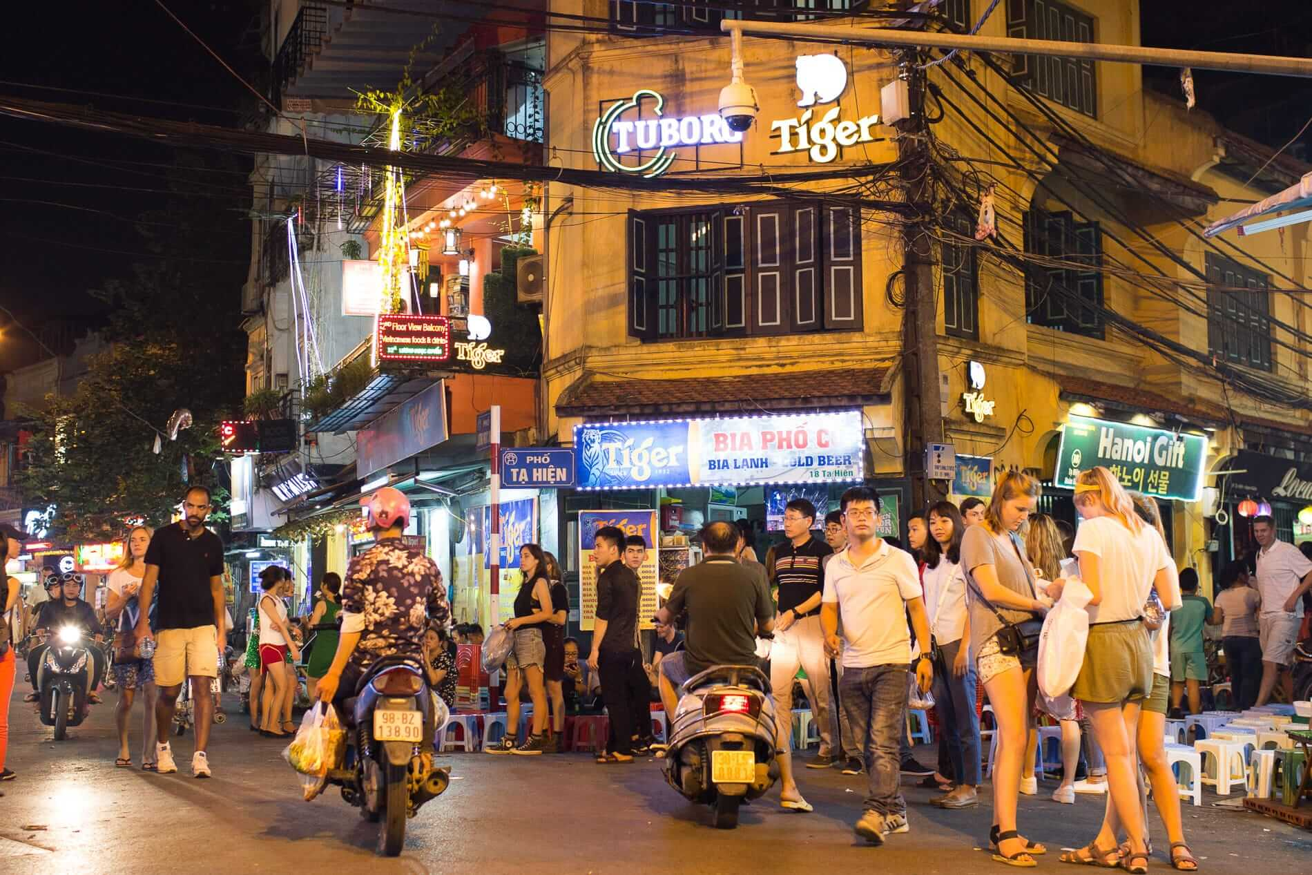 busy night to party in Hanoi