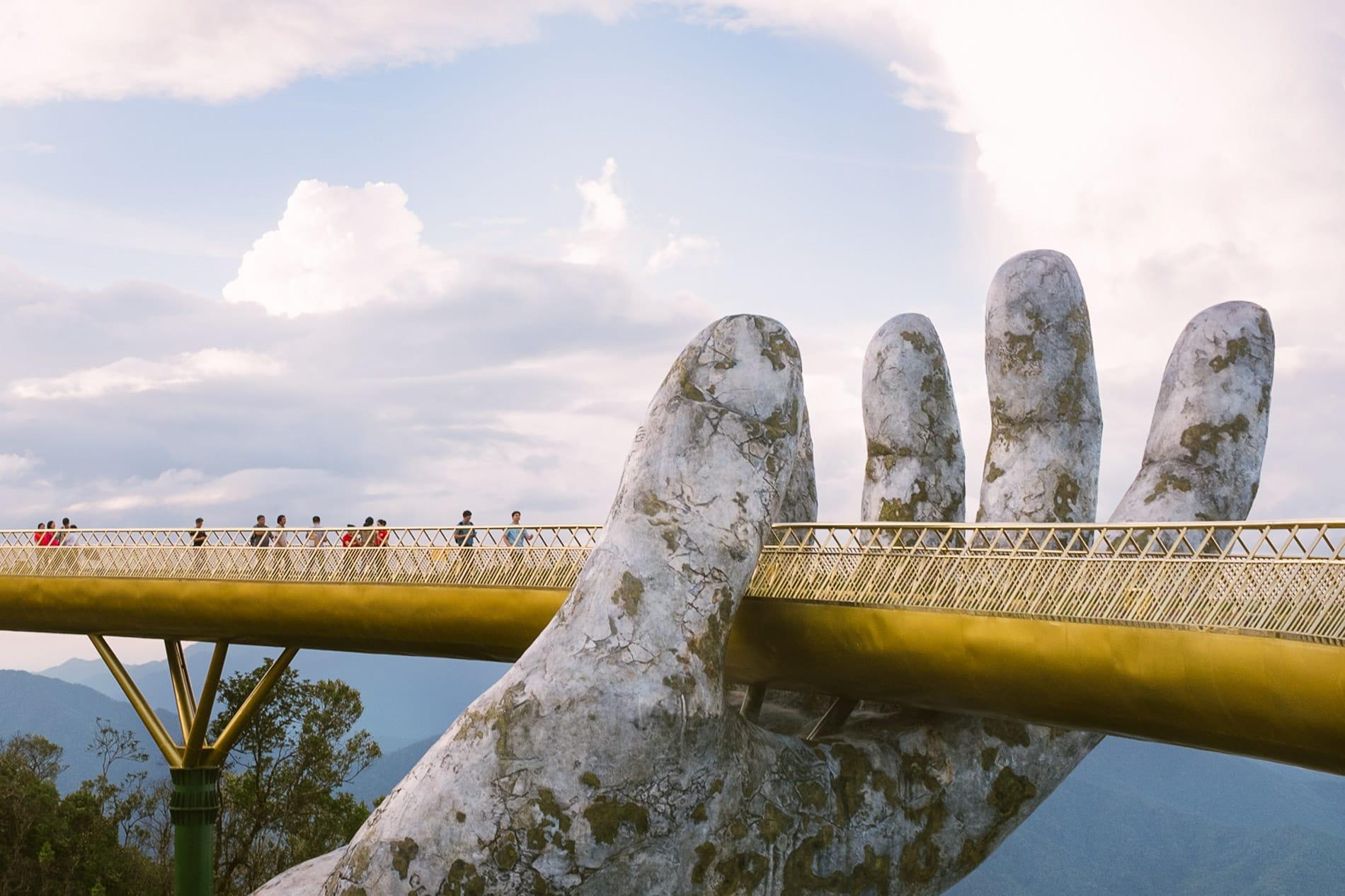 The Golden Hand Bridge in the bridges of Da Nang