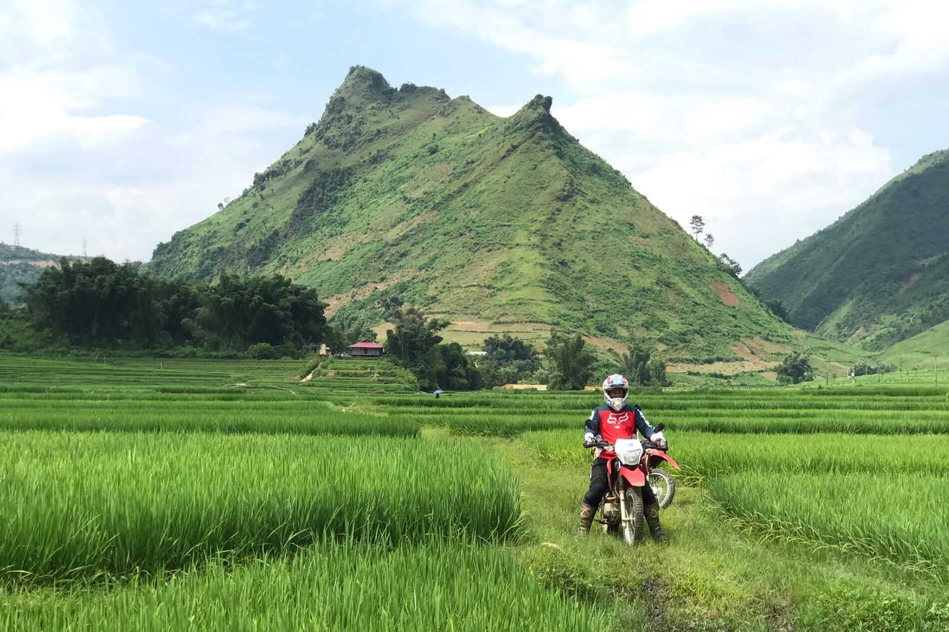Exploring Vietnam with MotorbikeTourExpert