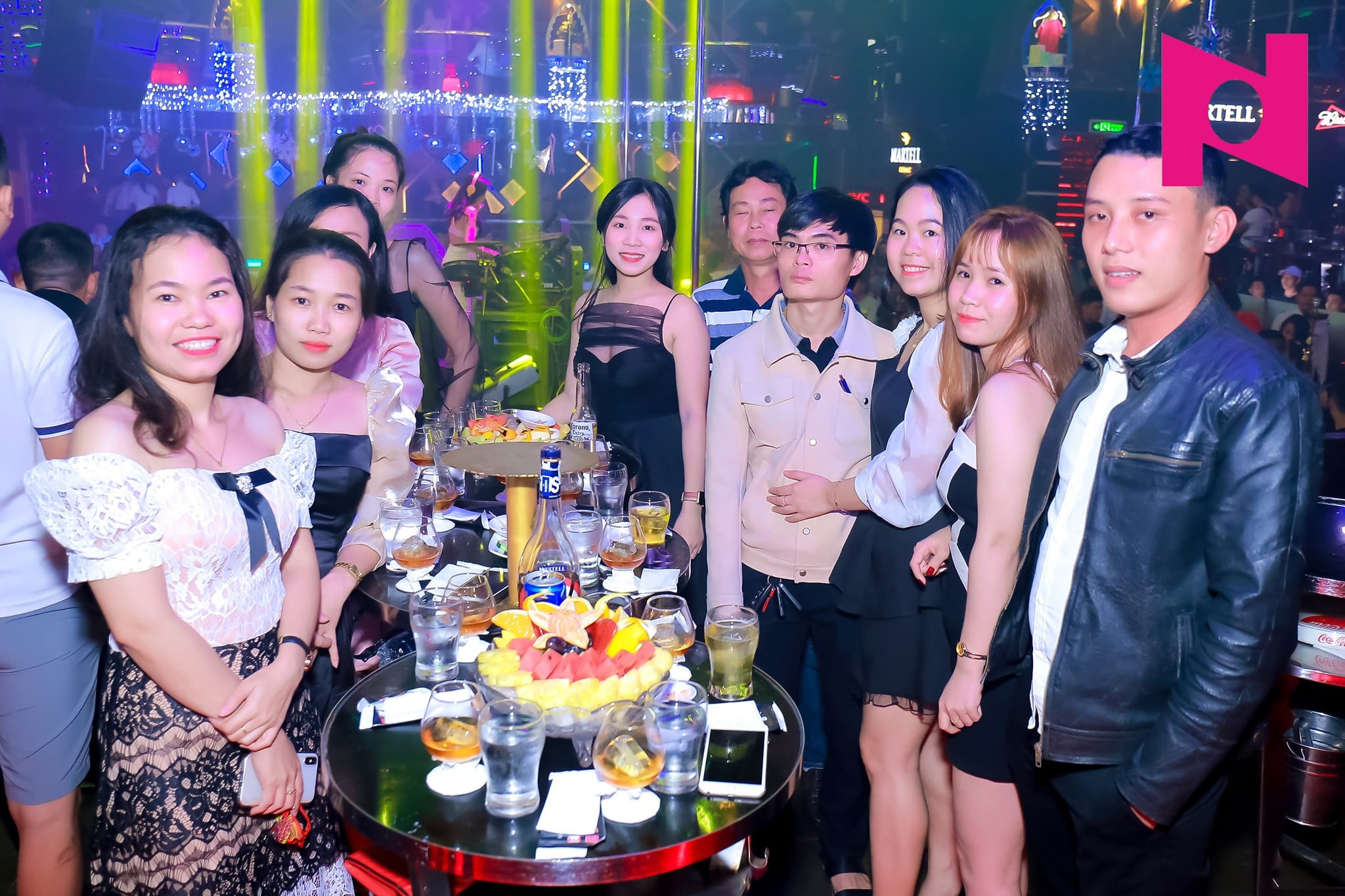 Table service at Phuong Dong Nightclub