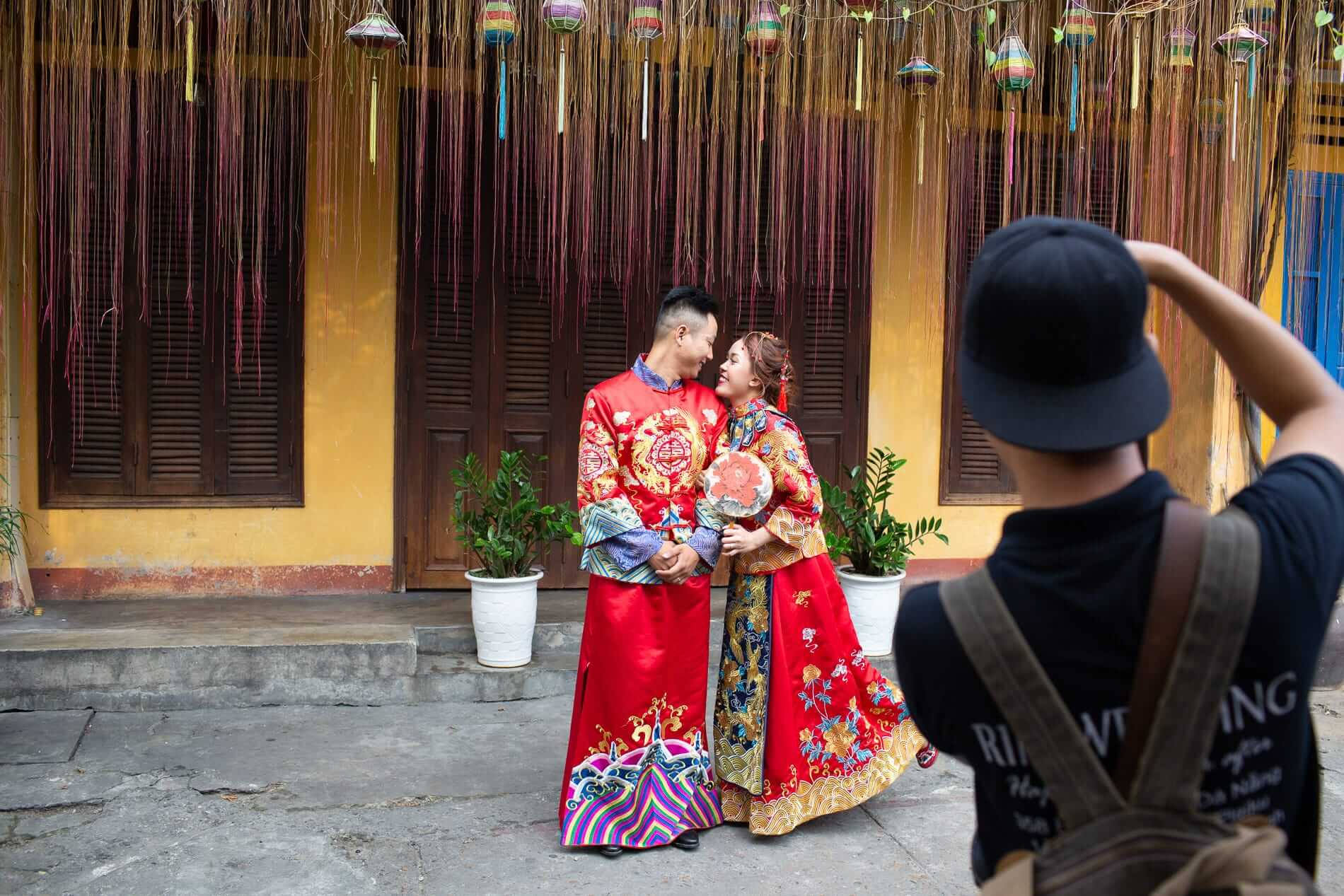A couple taking their prenup photoshoot in Hoi An