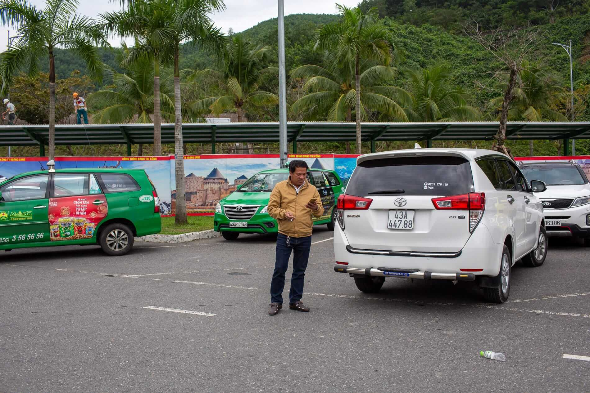 taxis wait for passengers to return from Ba Na Hills