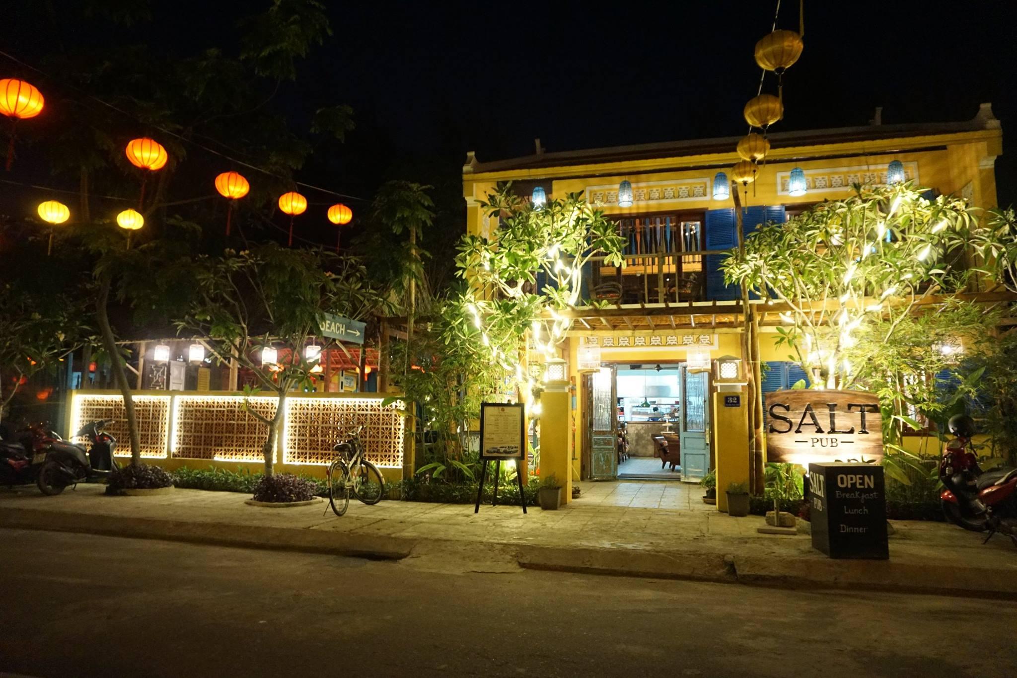 The Salt Pub restaurant at night