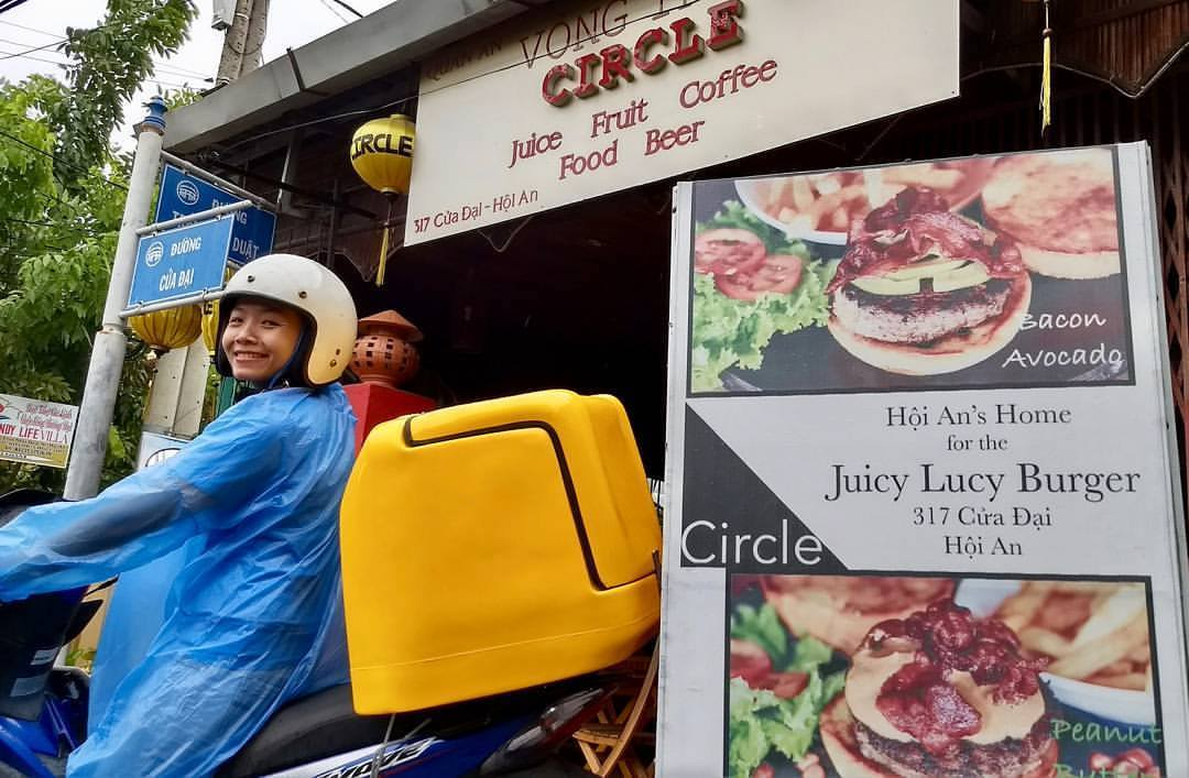 delivery option at Circle Cafe