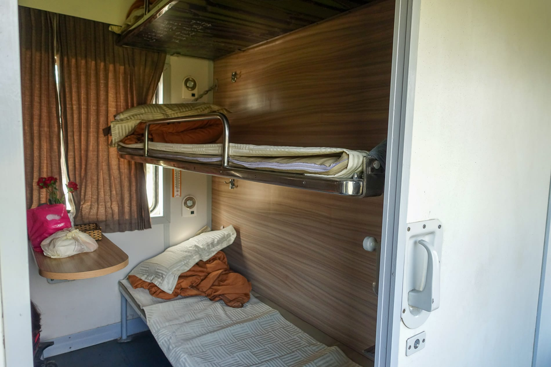 hard sleeper cabin from Hanoi to Da Nang