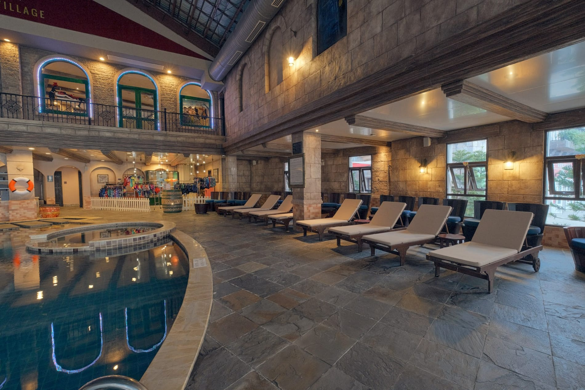 the swimming pool at Mercure Hotel at Ba Na Hills